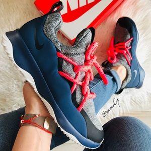 NWT Nike City loop Rare
